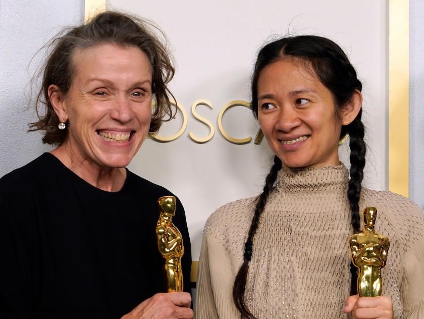 Cloe Zhao y Frances McDormand /Cortesía de EFE